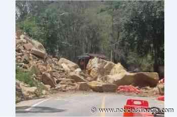 Deslizamientos impiden tránsito entre el Sisga (Cundinamarca) y Guateque (Boyacá) - Noticias Día a Día