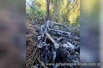 Carro furtado em Blumenau é encontrado horas depois, incendiado, em Indaial - Jornal de Pomerode