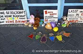 Forderung nach Corona-Lockerung: Kuscheltiere als Protest gegen die Testpflicht - Leonberger Kreiszeitung
