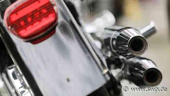 Polizeibericht Reutlingen: Motorradfahrer überholt mehrere Autos und kollidiert dann mit abbiegendem Käfer - SWP