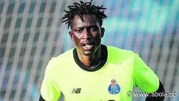 Guarda-redes Mbaye de partida do Dragão - A Bola