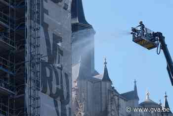 Brandweer houdt grootschalige blusoefening aan kathedraal (Antwerpen) - Gazet van Antwerpen