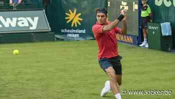 Im Video: Federer nimmt Auftakthürde in Halle - kicker