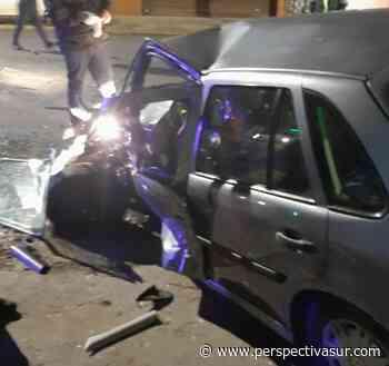 Fuerte choque de frente en Bernal con un conductor atrapado - Perspectiva Sur