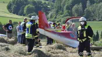 Notlandung im MK: Flugzeug kommt auf Wiese runter - Pilot leicht verletzt - come-on.de