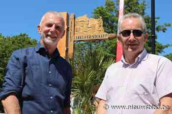 Eerste Maaslandse toeristische handwijzer in ere hersteld (Dilsen-Stokkem) - Het Nieuwsblad