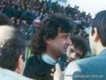 Fútbol: el día que Mario Kempes aceptó dirigir en Albania y casi le cuesta la vida - LA NACION