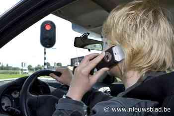 10 auto's gecontroleerd: 3 chauffeurs gebruikten gsm achter stuur