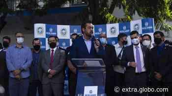 Castro lança programa de policiamento por bairros, que promete patrulha 24 horas e interação por mensagem com PMs - Extra