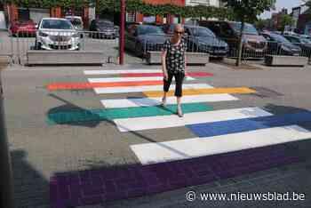 Regenboogzebradpad voor het stadhuis (Scherpenheuvel-Zichem) - Het Nieuwsblad