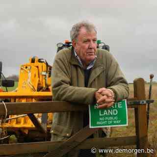 Boer Jeremy Clarkson ploegt zijn veld met een enorme Lamborghini: 'Er bestaat voor mij nu geen groter geluk'