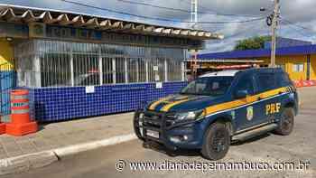 Adolescente de 15 anos é flagrado dirigindo carro em Serra Talhada - Diário de Pernambuco