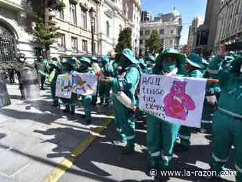 Trabajadores de La Paz Limpia suspenden recojo de la basura y Alcaldía culpa a la empresa - La Razón (Bolivia)