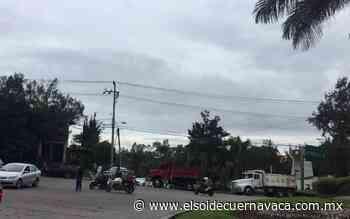 Transportistas realizan manifestación y bloqueo en la Paloma de la Paz - El Sol de Cuernavaca