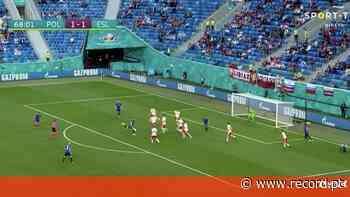 O golo da vitória da Eslováquia sobre a Polónia de Paulo Sousa - Record