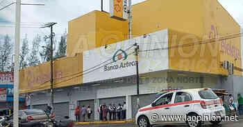 Cierran Banco Azteca y Elektra en Cerro Azul - La Opinión