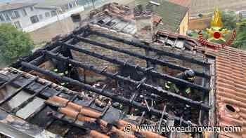 Galliate: tetto di una villetta distrutto dalle fiamme, le immagini - La Voce Novara e Laghi - La Voce di Novara