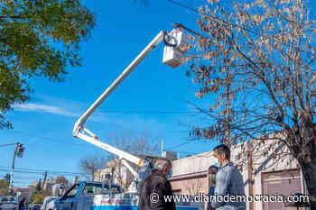 Avances en la reconversión lumínica en el barrio El Molino - Diario Democracia