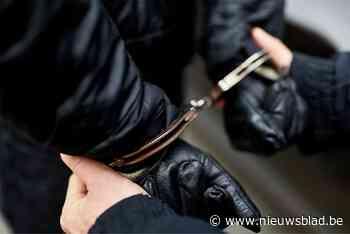 Vier mensen gearresteerd die kinderen inzetten om te stelen in woningen