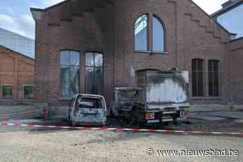 Wagens stadsdiensten in brand gestoken in Park Spoor Noord