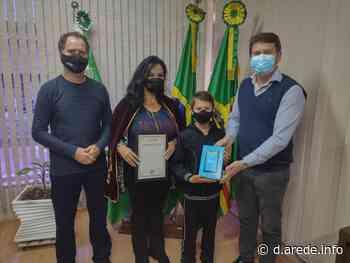 Alunos da rede municipal de Imbituva recebem prêmios - ARede