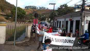 Protesto População pede a saída da SANEOURO de Ouro Preto O pedido feito diante do prédio - ® Portal da Cidade | Mariana