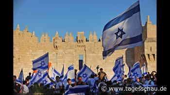 Nationalistische Israelis ziehen bei Flaggenmarsch durch Jerusalem