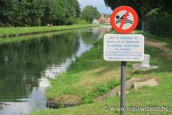 Borden zijn duidelijk: zwemmen in kanaal verboden, zonnebaden mag wel