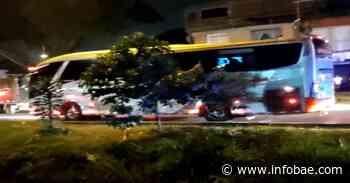 Video   Incidente en Cali: encapuchados retuvieron bus de transporte intermunicipal - infobae