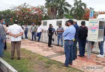Chetumal: Protestan maestros por cambios de adscripción - sipse.com