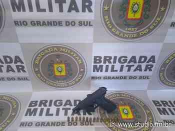 Brigada Militar de Farroupilha prende homem por porte ilegal de arma de fogo - Rádio Studio 87.7 FM   Studio TV   Veranópolis
