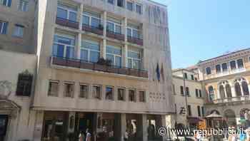 Venezia, giovane turista muore cadendo dal quinto piano di un hotel - La Repubblica