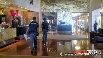 Ragazzo cade dall'ultimo piano dell'hotel Bauer e muore - VeneziaToday