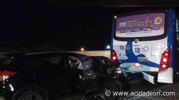 Motorista perde controle e bate na traseira de ônibus na Santos Dumont - ACidade ON