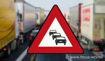 File na ongeval met twee vrachtwagens in Wervik - Focus en WTV