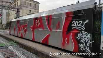Ferrovie Calabria, imbrattato vagone in sosta a Catanzaro. Si visionano le immagini delle telecamere - Gazzetta del Sud - Edizione Catanzaro, Crotone, Vibo