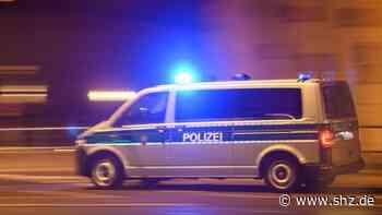 Fehmarn: VW Bus fährt in Burg in Hauswand | shz.de - shz.de