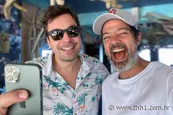 Bruno Mazzeo tem momento de tiete ao encontrar Jimmy Fallon durante viagem à Jamaica - TNH1
