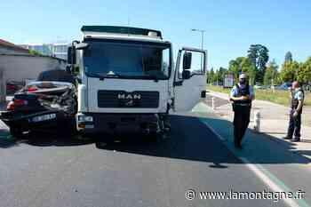 Le trafic perturbé sur les boulevards d'Issoire (Puy-de-Dôme) après un accident de la route - La Montagne
