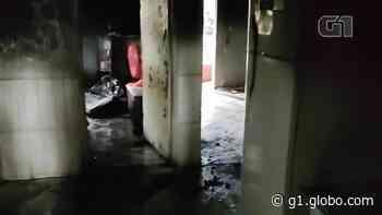 Casa é destruída por incêndio em Vila Velha, ES - G1
