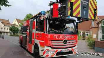 Großeinsatz am Voßplatz Eutin: Seniorin alarmiert Feuerwehr, weil es in der Wohnung zu heiß war   shz.de - shz.de