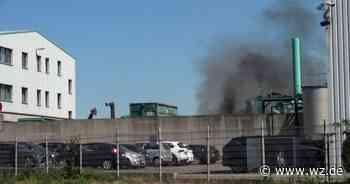 Feuer in einer Metall-Recycling Anlage in Krefeld - Westdeutsche Zeitung