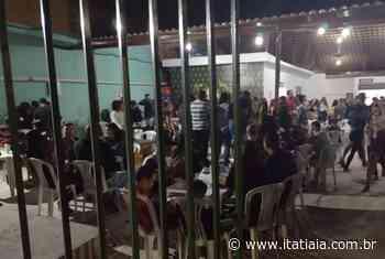 Espeteria de Betim é interditada após fiscalização flagrar mais de 200 pessoas no local - Rádio Itatiaia