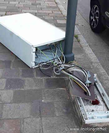 Bollate: vandali abbattono il Photo-red che fa le multe in Varesina - Il Notiziario - Il Notiziario
