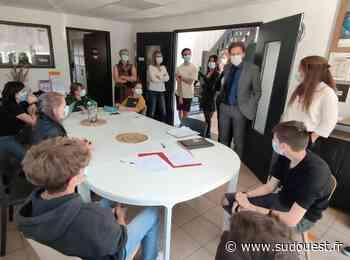 Parentis-en-Born : l'inspecteur d'académie a visité l'Info jeunes - Sud Ouest