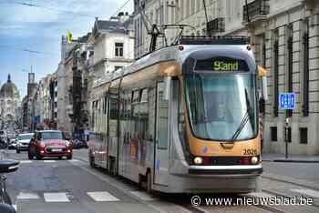 Tramverkeer onderbroken nadat kraanwagen bovenleiding losrukt - Het Nieuwsblad
