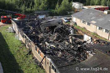 Dresden: Lagerhalle in Klipphausen abgebrannt, halbe Million Euro Schaden - Beschuldigter in U-Haft - TAG24