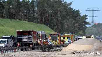 Verkehr Brandenburg Autobahn: Unfall auf der A 10 vor Birkenwerder sorgt für kilometerlangen Stau - moz.de