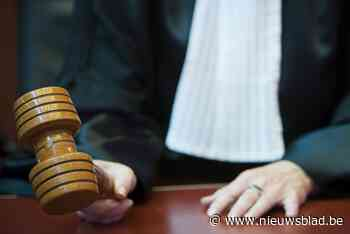 Zes maanden cel voor cafébaas die klant en halfbroer klappen gaf - Het Nieuwsblad