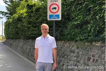"""Oppositieraadslid wil meer controles op zwaar verkeer in dorpskernen: """"Verkeersborden maken weinig indruk"""""""